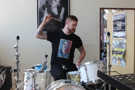 """""""Komm, ich tu mal so als ob ich Drummer wäre!"""""""