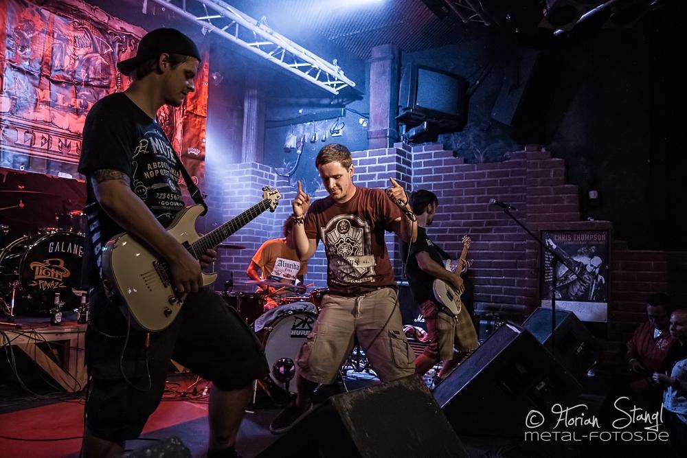 money-left-to-burn-rockfabrik-nuernberg-01-09-2013-06